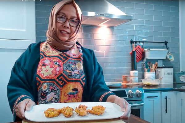 Did you know that following a recipe and making a dish is a great way to enhance your language skills? Click the link in our bio, head to the blog, and brush up on your Indonesian as DLS Instructor, Wita, makes traditional Indonesian Bakwan Jagung (corn fritters). Enjoy! https://dlsdc.com/blog/learn-indonesian-cooking-bakwan-jagung/